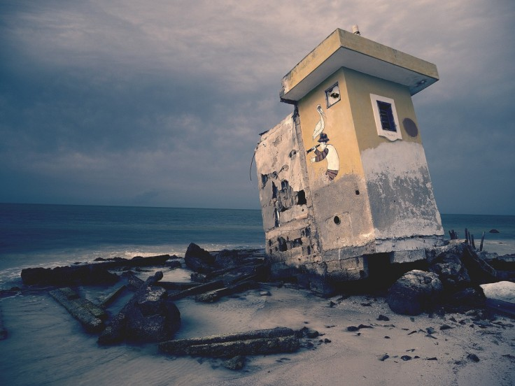 decay_building_seaside_ocean_sand_abandoned_old_structure-570899
