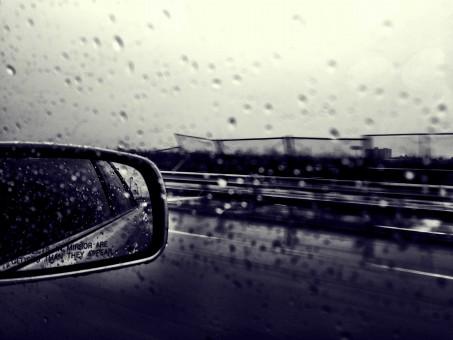 mirror_driving_rain-99623